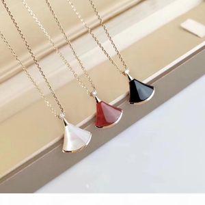 2020 여성용 웨딩 쥬얼리 선물 무료 Shippin에 대 한 흑인과 빨강 마노와 흰 껍질을 가진 고급스러운 품질의 작은 팬 모양 펜던트 목걸이