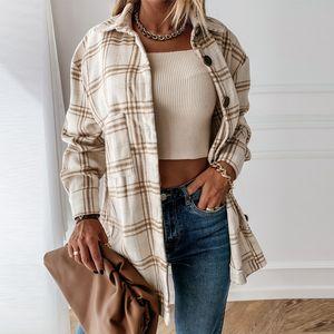 AYUALIN длинным рукавом Плед Overshirt Женские куртки Vinatge Сыпучие Повседневный Boho Осень Утепленные пальто 2020 Streetwear Крупногабаритные Outwear
