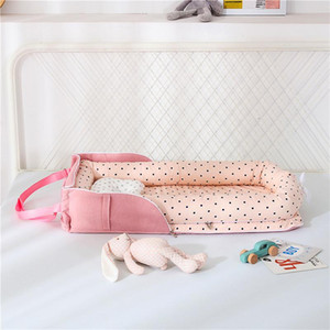 The middle bed of the portable bed can be stored in the backrest, removable and washable shaped pillows, bag type cotton cot