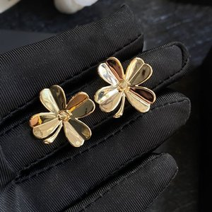 2021 HOT new high quality fashion gold earrings for party streets accessories Flower shape earring retro design earrings