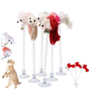 Jouets de chat à fourrure Drôle Swing Swing Souris de printemps avec ventouse Tasse colorée Tails de plumes de souris pour chats petits jouets pour animaux de compagnie mignon YHM09