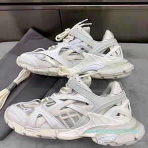 7Le haute qualité sneakers Triple S 2.0 femmes shoesTRACK.2 FORMATEURS Mens Luxury Designer HOMME Baskets Patins Sneakers R08