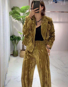 Popular logo 2020 autumn winter new velvet two-piece suit, quite thick and warm, the fabric is skin-friendly and feels soft and smooth