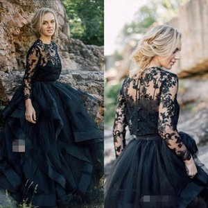Black Tiered Wedding Dresses 2021 Long Sleeves Jewel Neck Lace Applique Tulle Gothic Covered Buttons Wedding Gown Vestido de novia