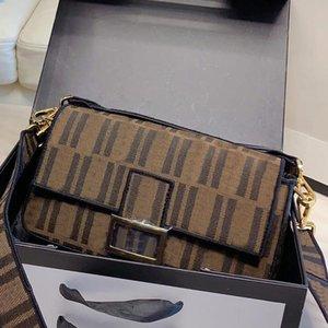 Lusurys Ricamo Messenger Bag Crossbody Travel Bags Borse Flap Frizione Fashion Hardware Busta PostMan Lettera Retrò Donne Designer 2 CBUMA