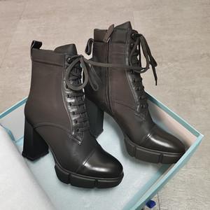 2021 Donne Plaque Stivaletti Stivaletti Designer Scarpe Tacchi alti Top Quality Genuine Leather Shoes Moda Black Lace Up Chunky Gomma Scarpe con scatola