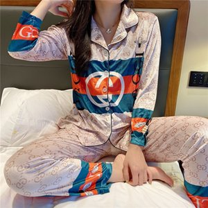 Luxo 2 1Pcs de cetim de seda Couple Pajamas Set Azul Cozy Flor macia Impresso Pijamas manga comprida pijamas de inverno Homens Mulheres Homewear Suit 19 # 33021