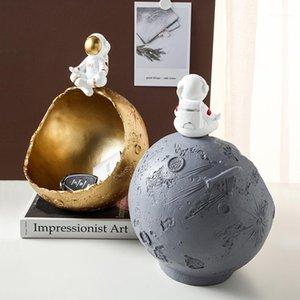 Creative Astronaut Resin Porch Key Storage Organizer Snack Box Spaceman & Moon Model Living Room Decoration Planet Figurines New1