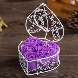 Pétalo de flor de jabón de rosa con cesta de hierro en forma de corazón de corazón rosas flor de regalo de regalo de boda dia de cumpleaños dia regalo
