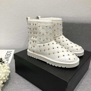 2020 Le nuovissime Donne Scarpe Casual Scarpe Stivali Fashion High Top Leather Bianco Nero Stivali da neve Sneakers Donne Outdoor Worn Work Stivaletti 35-40