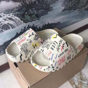 New Kanye Slide shoes Fashion slipper desert sand resin earth brown Summer Platform Sandale Triple Black Bone White men slippers HG1
