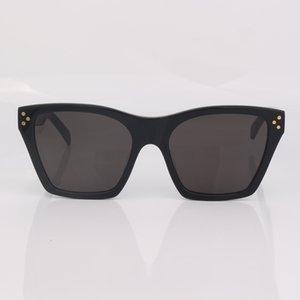 Stud Detail Nero Occhiali da sole Donne Fashion Square Grigio Lente Occhiali da sole Occhiali da sole