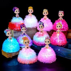 Creative Kawaii LED lampeggiante Bambole di nozze confuse 14 * 16cm plastica colorata luci luminose luci bambole giocattoli carino gonna principessa giocattoli Z0554