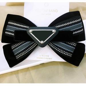 Nouvelle Arrivée Striché Bowknot Triangle Hair Clip Femmes Girl Cute Lettre Triangle Barrettes Fashion Cheveux Accessoires