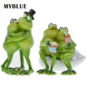 MYBLUE Cute Garden Animal Resin Embrace Lovers Cartoon Frog Figurine Nordic Home Room Decoration Accessories