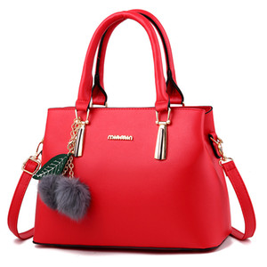 Luxurys Designers Bags Handbag Crossbody Bag New Hairy One Jewelry Portable Fashion Pom Shoulder 2020 Women Bag Women's Poms Ojhjm