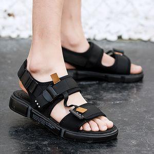 Leader Show Sandali da uomo Sandali Summer Beach Pantofole Sandali all'aperto Moda per uomo Scarpe casual Sandali Appartamenti Sandali comodi Scarpe basse T200420