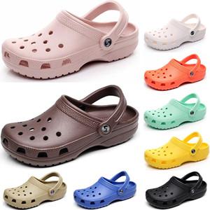 2021 Classic Hole Shoes Slides Men Donne Donne Le Pantofole in Wading Triple Bianco Nero Rosa Office Royal Mens Comodo Sandali con un lato unico