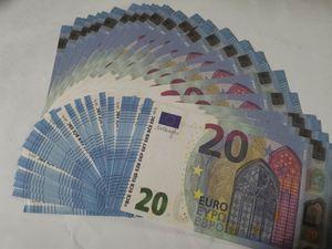 09 Barra de magia transfronteriza Props 20 euros 100 hojas Un paquete de simulación Euro BankNotes Spray Money Gun Juego Euro