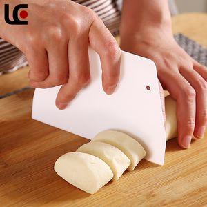 Kunststoff Trapezoperschaber Weiß Sahne Kuchen Cutter Einfache Bequeme und Safe Gebäck Spatel Küchenzubehör NEU 0 17LC L2