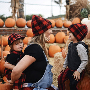 Family Matching Plaid Winter Hat Beanies Warm Knit Hat with Fur Pom Ball Crochet Skull Caps Kids Women Mens Ski Outdoor Headwear E102002