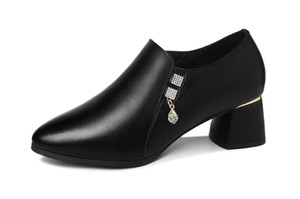 Comfortable and stylish formal dress with pointed toes and square heels chunky single shoes with crystal pendant platform shoes for women