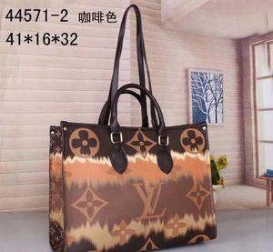 2021 New High Quality Waist Bag men and women Fashion Backpack Leather Shoulder Bags Designer Casual Messenger Bag Totes Wallet Purse