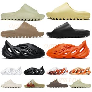 Hohe Qualität Kanye Sandalen Schuhe Foam Triple Black White Red Slide Knochenharz Wüste Sand Erde Braun Männer Frauen Hausschuhe Sneakers 544DA