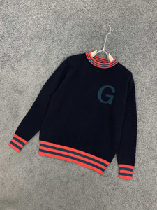 A new European popular logo cardigan made in joint name, with color line matching and jacquard