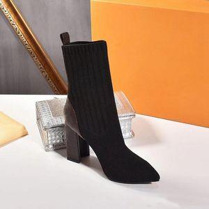 Nuevos diseñadores de lujo para mujer Tobillo Hlaf High Heel Sockots Botines Damas Hightop Botas después del juego Quincunx Heel Sexy Woman Shoes Tamaño 35-42