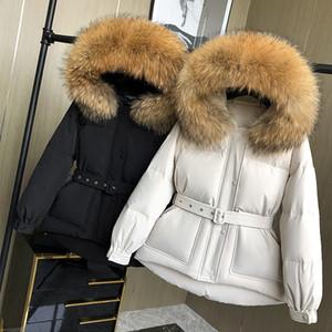 2021 Новая лагабоги зима енот-кожи белый вниз с капюшоном талия закрытие темперамент коротко толстая теплая куртка с поясом DCWF