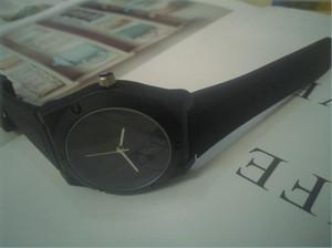 Venta al por mayor barato amarillo rosa rojo negro relojes blancos moda casual hombre deportes reloj de silicona mujer hombre pulsera reloj