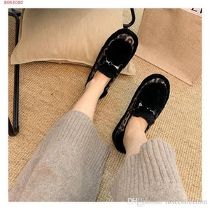 Autumn new bean shoes flat sole wool shoes,Lady Color matching fashion single shoe Original packaging