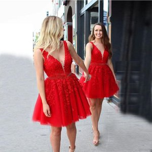 Red Tulle Short Homecoming Dresses with Beaded Sash Deep V Neck Lace Applique Maid of Honor Party Gowns Cheap A Line Cocktial Dress