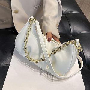 2021 Nuova borsa da donna Pieghetti Light Luxury All-Match Banco a tracolla Messenger Casual Baguette ascella