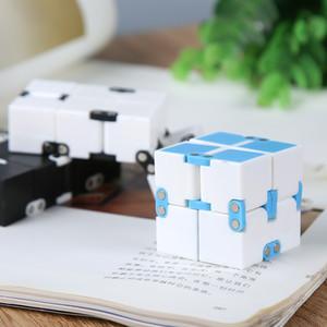 2020 عرض خاص جديد تململ لعبة anxiecion الأمريكية لعب الألعاب الأمريكية anxiection fidget cube 4 * 4 * 4cm infinity مكعب مع حزمة البيع بالتجزئة