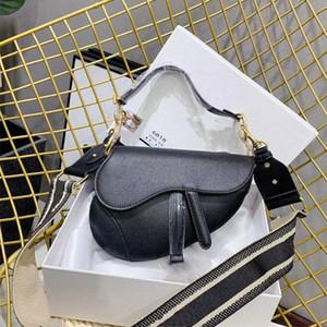 2021 Lüks Kadınlar Siyah Eyerler Moda Beyaz Omuz Çantaları Tasarımcılar Crossbody Çanta Lady Eyer Çantalar Payetli Mektup D21012701
