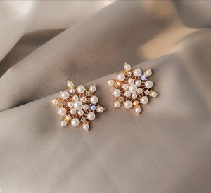 2020 new Japanese and Korean sweet style pearl imitation diamond snowflake shape earrings New Year Christmas winter 396