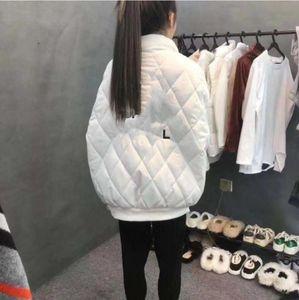 2020 web Celebrity Winter Mode Baumwollgepolsterte Kleidung Dicke Warme Schwarzweiss-Brief Baumwollmantel Für Frauen Freies Verschiffen