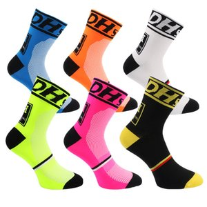 Good Quality Professional Middle Socks Mountain Bike Cycling Outdoor Sport Socks Protect Feet Breathable Wicking Men Bicycle Socks 6 Colors