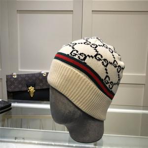 88Полонные шапки Новые зимние колпачки шапки шляпы женские космонавты сгущает шапочки с реальными помпами енотных помпонов теплые девушки кепки Snapback Pompon Beanie