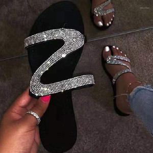 2020 Mujeres de verano zapatillas planas zapatos de diamantes de imitación OpenToe Roman Beach Sandalias Señoras Sexy Flip Flaops Negro Negro Slide Slides1