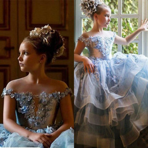 2021 Cute Ballroom Flower Girl Dresses Off Shoulder Floral Appliqued Beaded Sleevelss Girl Pageant Gown Ruffle Tiered Skirt Birthday Gowns