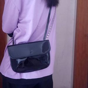 Mode Design Frauen Umhängetasche Schwarze Lackleder Damen Kleine Ketten Crossbody Taschen Casual Cool Girls Clutch Geldbörse Handtasche Q1129