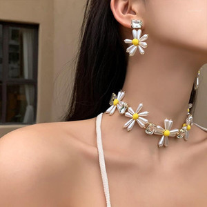 Mengjiqiao coreano moda giallo perle color fiore collana per le donne ragazze eleganti metallo in metallo ciondoli di cristallo partito gioielli regali1