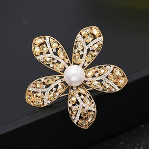2020 winter Korean brand luxury pearl flower plated 18k gold brooch temperament women high-end shiny zircon brooch party pins accessories