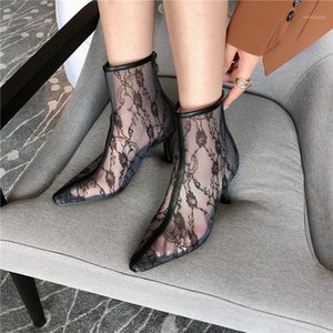 2020 Nova Luxo Mulheres Desenhador Bege Fino Salto Alto Ankle Boots Lace Air Mesh Flower Heels Botas Short Boots Party Shoes Botas Mujer1