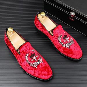 2020 nuevos picos de diente de león de lujo zapatos de cuero planos Rhinestone Moda Hombres Bordado Loafer Dress Shoes Fumar Slipper Casual Shoe