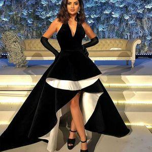 Black Velvet High Low Prom Dresses Halter Front Short Back Long Ruffles Evening Party Gown Simple Vestidos De Fiesta