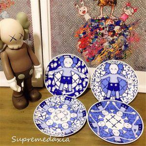 4piece / set Kaws Holiday Taipei الحد الشاي الصحون الأطباق الأزرق والأبيض الخزف صحن الشاي صحن الخزف